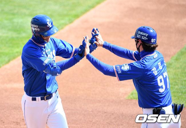 [사진]구자욱,첫 타석부터 홈런포 가동
