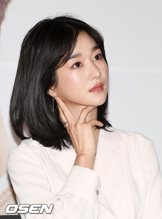[OSEN=민경훈 기자] 2018년 3월 22일 오후 서울 CGV용산아이파크몰에서 진행된 영화 '기억을 만나다' 언론시사회 및 기자간담회에서 배우 서예지가 생각에 잠겨있다./ rumi@osen.co.kr