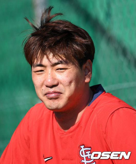 [OSEN=이대선 기자] 세인트루이스 김광현이 미소를 짓고 있다. /sunday@osen.co.kr