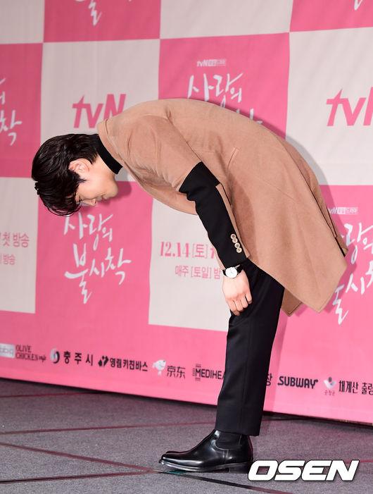 [OSEN=지형준 기자]배우 김정현이 포토타임을 하고 있다. /jpnews@osen.co.kr