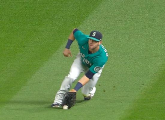[사진] 최지만의 타구가 시애틀 우익수 미치 해니거의 글러브에 들어가기 전 그라운드에 닿았다. /MLB TV