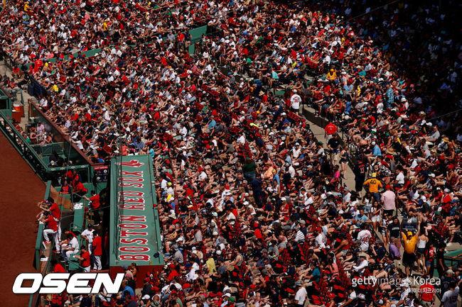 [사진] 펜웨이 파크에 운집한 보스턴 팬들. ⓒGettyimages(무단전재 및 재배포 금지)
