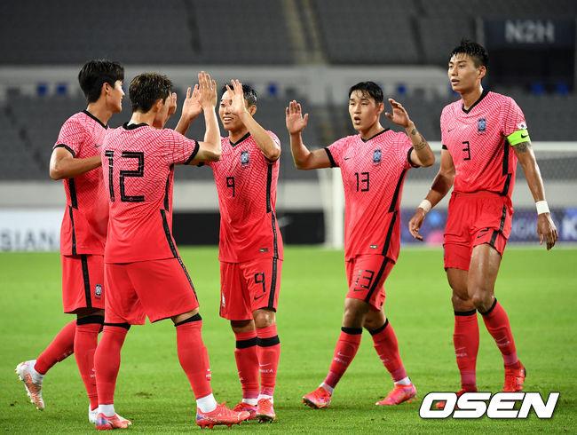[OSEN=최규한 기자]전반 한국 이동경이 동점골을 작렬시킨 뒤 동료들과 기뻐하고 있다. / dreamer@osen.co.kr