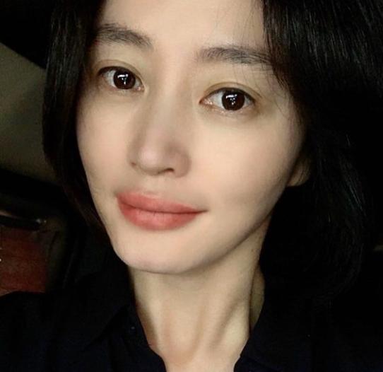 52세 맞아? 김혜수, 살 쏙 빠진V라인‥모공+주름無 동안여신