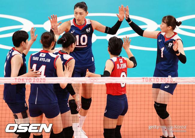 [사진] 김연경이 활약한 한국 여자 배구 대표팀은 2021년 7월 31일 일본 대표팀을 꺾고 8강 진출을 확정했다. ⓒGettyimages(무단전재 및 재배포 금지)