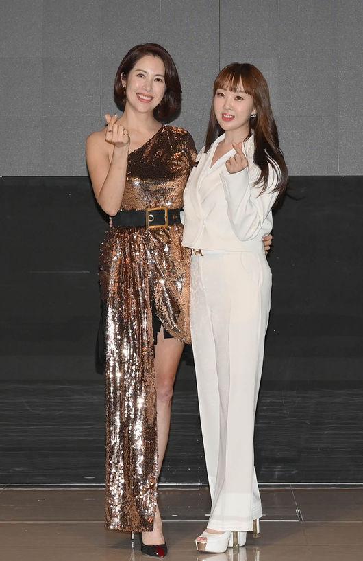 [사진=썸머스타코리아 제공] 배우 이지안(왼쪽)과 썸머스타코리아 대표(오른쪽)