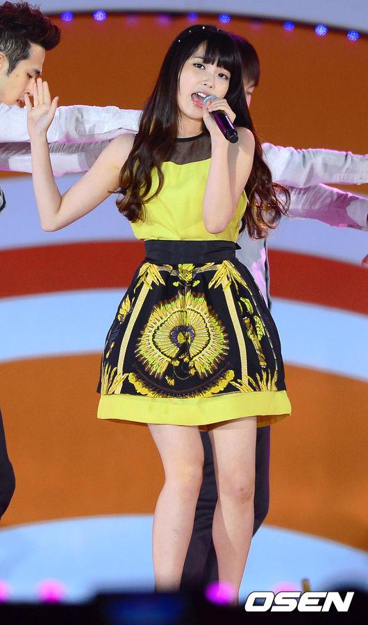[OSEN=인천,박준형 기자]한편 인천 K-POP콘서트(Incheon K-POP Concert 2012)에서 아이유가 화려한 공연을 펼치고 있다. 120909/ soul1014@osen.co.kr