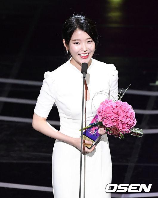 [OSEN=이대선 기자]중편드라마 여자 최우수연기상을 수상한 배우 이지은이 소감을 말하고 있다.181013/sunday@osen.co.kr
