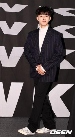 [OSEN=지형준 기자] 1일 오후 서울 CGV 청담씨네시티에서 아이콘 새 미니 앨범 'NEW KIDS: THE FINAL' 발매 기념 기자간담회가 열렸다. 아이콘이 비아이가 간담회를 마치고 무대를 나서고 있다. /jpnews@osen.co.kr