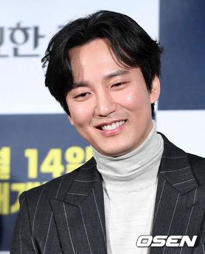 [OSEN=이대선 기자]배우 김남길이 취재진의 질문을 듣고 있다./sunday@osen.co.kr