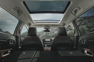 시트로엥 뉴 C5 에어크로스 SUV 파노라믹 선루프.