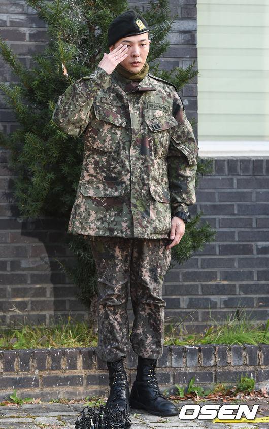[OSEN=용인(경기),박준형 기자]지드래곤이 거수경례를 하고 있다. /soul1014@osen.co.kr