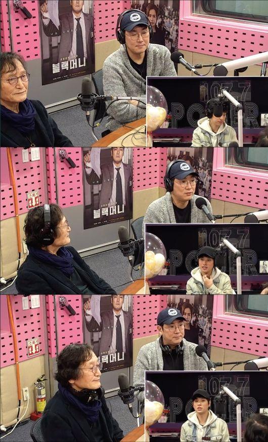 [사진=SBS 보는 라디오] '블랙머니'의 정지영 감독(왼쪽)과 배우 조진웅(오른쪽)이 '씨네타운'에서 영화에 대해 이야기했다.