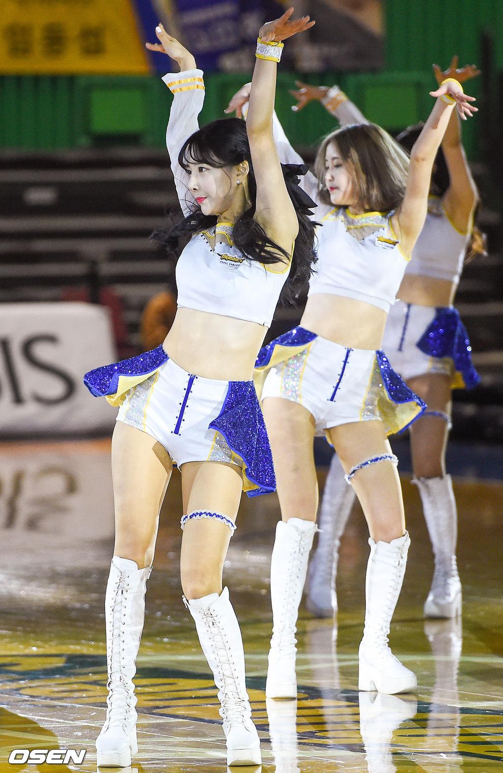 [사진]삼성 치어리더,'섹시하게'