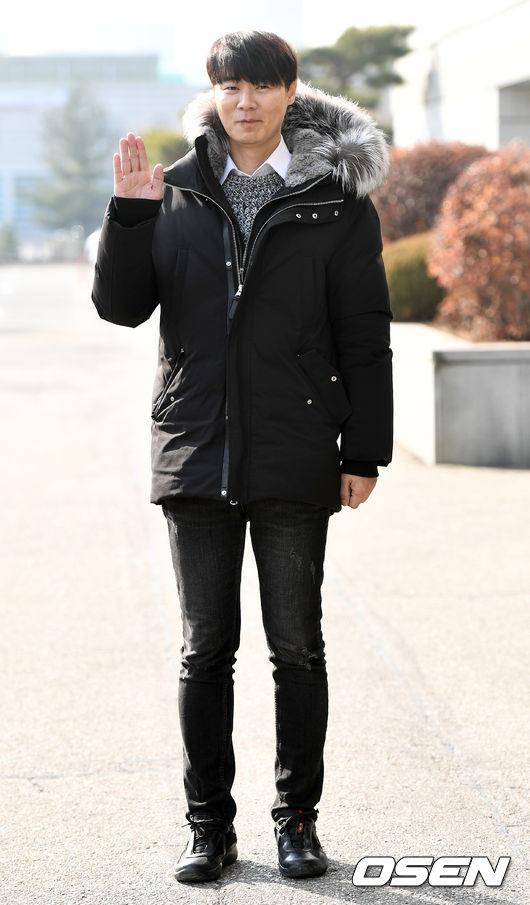 [OSEN=최규한 기자] 세프 최현석이 사문서 위조 논란에 휩싸였다. 사진은 '해피 투게더 시즌4' 출근길. /dreamer@osen.co.kr