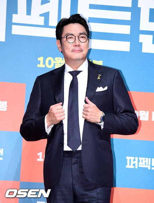 [OSEN=지형준 기자]배우 조진웅이 포토타임을 하고 있다. /jpnews@osen.co.kr