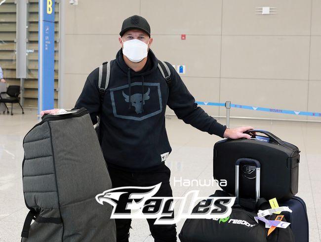 [사진] 워윅 서폴드가 26일 인천국제공항에 입국했다. /한화 이글스 제공