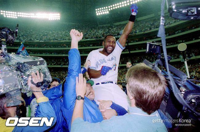 [사진] 1993년 월드시리즈 6차전에서 끝내기 홈런을 친 조 카터. ⓒGettyimages(무단전재 및 재배포 금지)
