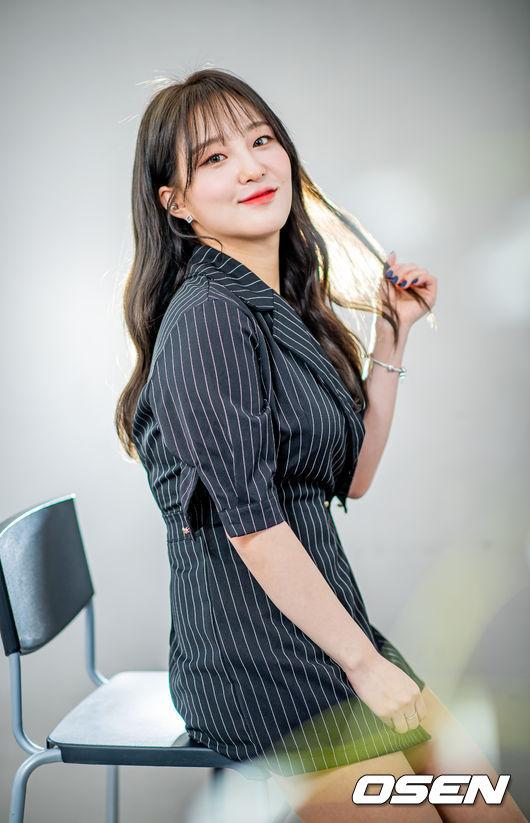전자랜드의 귀여움담당 '인간비타민' 김소림 치어리더와 봄꽃 데이트 [서정환의 사심인터뷰]