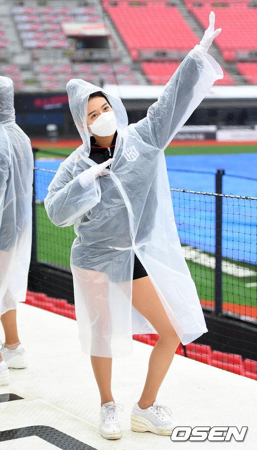 [사진]치어리더 신세희,'비가와도 문제없어요!'