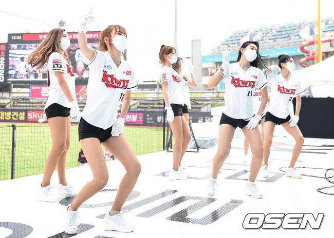 [사진]KT 치어리더,'다함께 으�X으�X'
