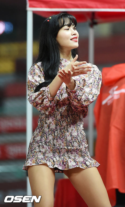 [사진]SK 김도아 치어리더,'봄바람이 살랑살랑'
