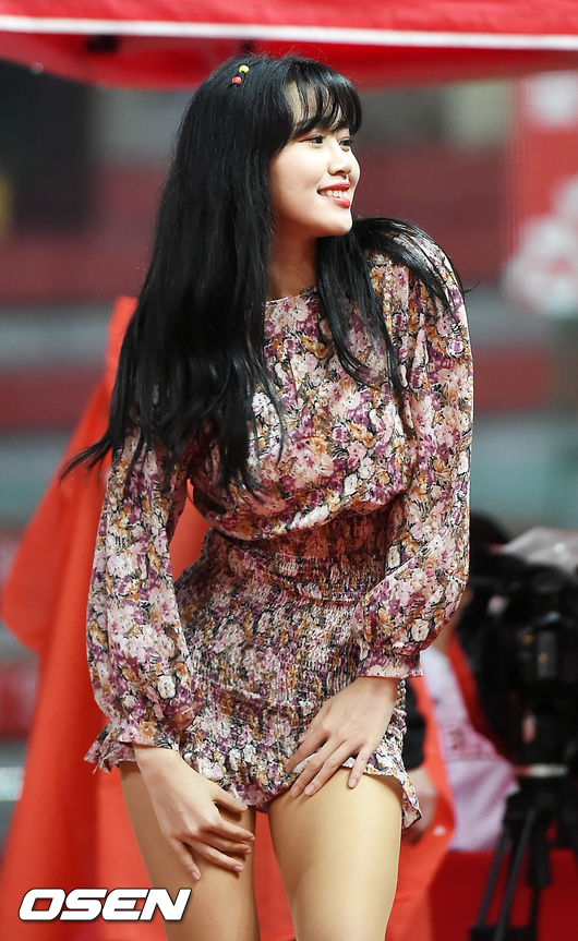 [사진]SK 김도아 치어리더,'사랑스러운 미소 날리며'