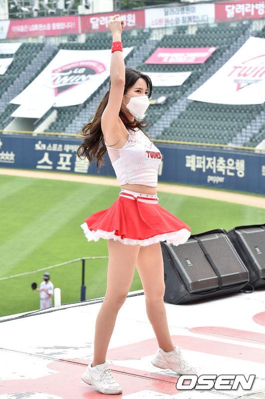 [사진]LG 치어리더,'리듬에 몸을 맡긴채'
