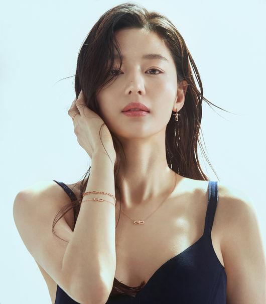 '청량여신' 전지현, 뷰티풀 모먼트 [화보]
