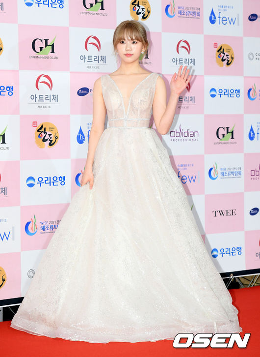 [사진]정다은,'은은한 화이트 시스루 드레스'