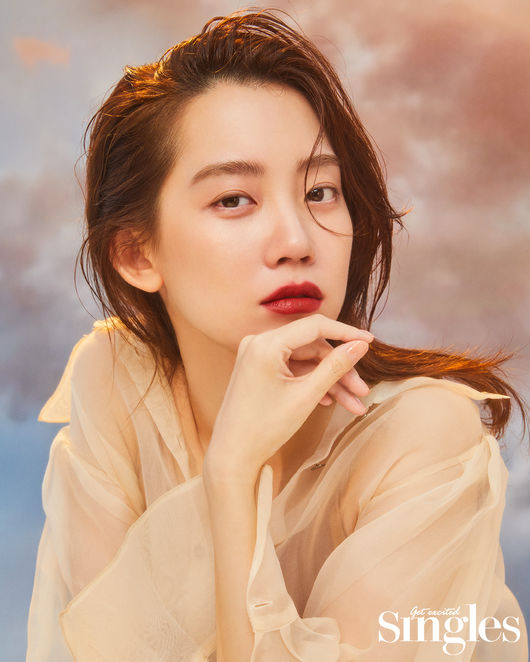 신현빈, 탐스러운 레드립 섹시함 폭발..'슬의생' 장겨울의 변신 [화보]