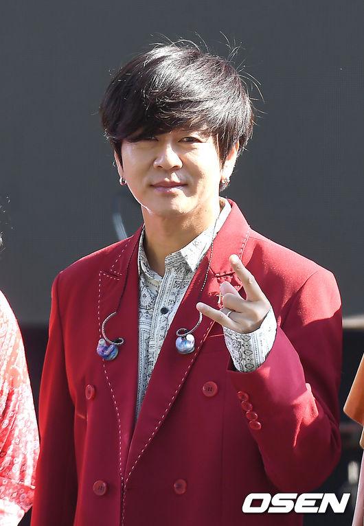 [OSEN=곽영래 기자]YB 윤도현이 포토타임을 갖고 있다. /youngrae@osen.co.kr