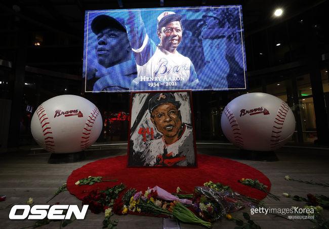 [사진] 행크 애런의 죽음을 추모하는 명예의 전당. ⓒGettyimages(무단전재 및 재배포 금지)
