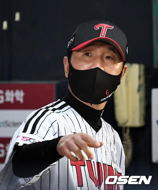 [OSEN=잠실, 지형준 기자]8회말 LG 류지현 감독이 경기를 지켜보고 있다. 2021.06.11 /jpnews@osen.co.kr