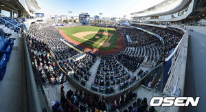 [OSEN=창원, 지형준 기자] 2만여 팬들이 창원NC파크를 찾아 경기를 관전하고 있다. /jpnews@osen.co.kr