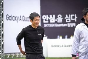 '갤럭시 A 퀀팀'로보키퍼에 나서는 이영표. SK텔레콤 제공.