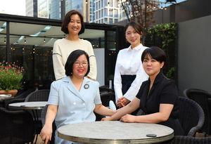 왼쪽 위에서부터 시계방향으로 권영혜 선생, 김두리 선생, 오수정 센터장, 이지연 센터장.