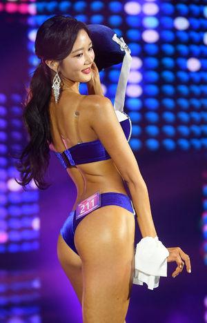[OSEN=민경훈 기자]서울대 재학 중인 송서현이 무대 위에서 퍼포먼스를 선보이고 있다./rumi@osen.co.kr