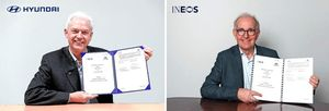 알버트 비어만(Albert Biermann) 현대차 연구개발본부장(사장, 왼쪽)과 피터 윌리엄스(Peter Williams) 이네오스 최고기술책임자(CTO)가 온라인으로 진행된 업무협약식을 갖고 있다.