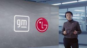 메이 카이(Mei Cai) Lap Group Manager가 2021 CES 에서 얼티움 배터리 플랫폼을 설명하고 있다.