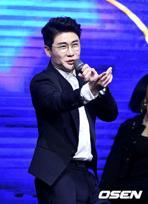 [OSEN=곽영래 기자] 15일 오후 서울 여의도동 글래드호텔에서 '2020 MTN 방송광고 페스티벌'이 열렸다. 가수 영탁이 축하무대를 선보이고 있다. youngrae@osen.co.kr